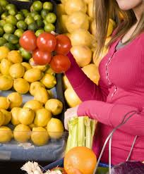 selecting produce while ping at aldi is a little diffe but there are plenty of