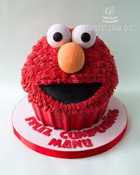 Torta Esculpida Tipo Cupcake Gigante De Elmo Elmo Giant Cupcake