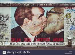berlin wall graffiti art kiss