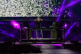 aussie lighting world. The Stage Was Set For Quite Performance, And In True Bieber-style, He Delivered Show, Blowing Audience Of Adoring Fans Away With Aussie Lighting World