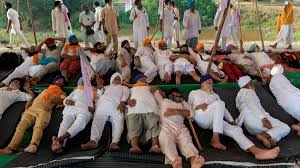Indian farmers block railway lines and roads to protest agricultural  reforms | Financial Times