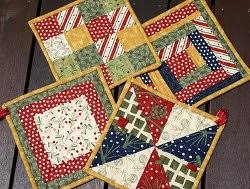 Christmas Pot Holders | Potholders, Cotton and Christmas colors & #Christmas #potholders by Rebecca from Chasing Cottons Adamdwight.com
