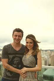 Lucas Lima e Sandy Leah divulgando a gravidez do primeiro filho do casal.  Foto enviada via Facebook. | Moda, Atriz brasileira, Fotos
