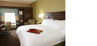 a bed or beds in a room at hampton inn and suites jacksonville orange park
