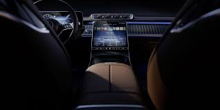 We comprehensively go over what's new and improved in this reveal story. 2021 Mercedes Benz S Class S Interior Is All About The Screens