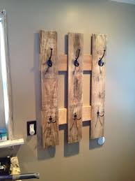 easy pallet projects. diy pallet proejcts that are easy to make and sell ! coat rack projects