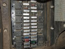 viewing a th kenworth t600 turn signal problem does it look like this i372 photobucket com albums oo169 moparmike72 fusebox002 jpg