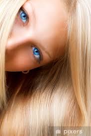 Papier peint Cheveux blonds. Fille blonde avec les yeux bleus • Pixers® -  Nous vivons pour changer