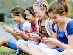 Resultado de imagen de le téléphone portable interdit à l'école en 2018