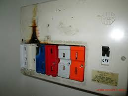eec247 kevin s story a real customers fusebox showing signs of starting a fire