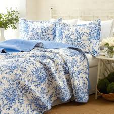 blue and white bedspread. Simple White Quilt Sets Quilts Blue Shells Bedding Light  And White For Bedspread 3