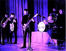 Salah satu jenis seni musik yang kita kenal ialah musik populer. Musik Rok Wikipedia Bahasa Indonesia Ensiklopedia Bebas