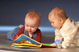 Развитие речи у детей раннего возраста Педагогика раннего детства Формируется активная речь которая становится средством общения с взрослыми и сверстниками