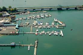 City Island Lobster House Marina in ...