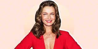 Paulina Porizkova, 56, Shares Naked ...