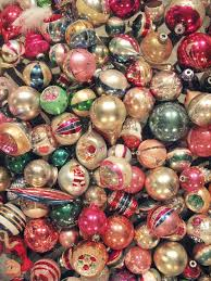 I wish I could have a tree filled with only vintage ornaments.