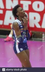 Paola Egonu Team Italien und Imoco Volley Conegliano Volleyballspieler  gegenüber spiker Stockfotografie - Alamy