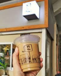 Jika ada yang penasaran dengan rasa otentiknya, tyo yang merupakan lulusan dari universitas prasetya mulya dengan baik hati membagikan resep asli es kopi tetangga. 10 Rekomendasi Es Kopi Susu Lokal Terbaik Di Jakarta Kamu Sudah Coba