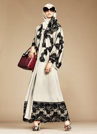 La collection exclusive Abaya et Hijab Dolce Gabbana robe.