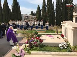 Amici e fan sulla tomba di Franco Califano nel 4° anniversario della  scomparsa - Il Caffè.tv Mobile