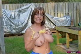 Free pica mature wives flashinf