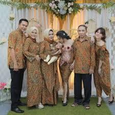 Kami batik couple atasan melayani pemesanan baju batik, baju batik wanita, baju batik couple, seragam batik, baju batik kerja. Seragam Batik Keluarga 60 Model Tips Dan Harga Lengkap Hassa