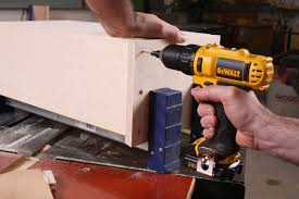 Making A Wall Cabinet Build A Wall Cabinet Part 2 Case Assembly Startwoodworkingcom