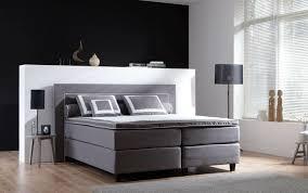 Bei niedrigen dachschrägen sollten sie ihr bett im schlafzimmer mit dem fußende an die schräge wand stellen, um sich beim aufstehen. Schlafzimmer Mit Dachschrage Das Richtige Bett Am Richtigen Ort