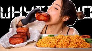 veronica wang eats spam & spicy fire cold noodles 비빔면 BIG BITES 통스팸 mukbang  먹방 - YouTube