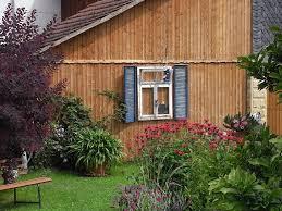 Holzfassade Mit Altem Fenster Verziert