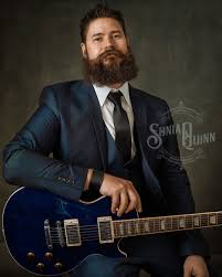 Man with guitar and beard: a musician portrait. #portraitphotography  #maleportrait #portrait #musicianpo… | Male portrait, Musician portraits,  Portrait photography