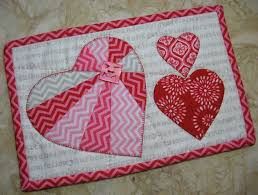 Free Quilt Block Patterns for Valentines Day Hearts & Heart Mug Rug quilt pattern for Valentines Day Adamdwight.com