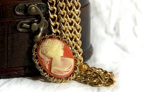 how to identify and cameo jewelry
