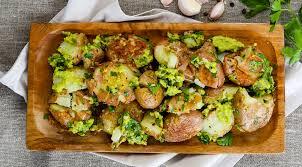 Картофель Блюда из картофеля Печеный картофель с соусом из авокадо