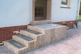 Pflastersteine sind eine gute und einfache möglichkeit, untergründe wie einfahrten oder auch terrassen zu das kann helfen, auf lange sicht oft auch beträchtliche mengen an abwassergebühren durch en sickerpflasteruntergrund zu sparen. Blumenstein Garten Und Landschaftsbau Treppenbau