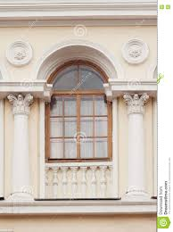 Zwei Spalten Zwischen Dem Fenster In Einem Altbau Stockbild Bild