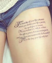 Oberschenkel Schrift Tattoo Frau Tattoos Tattoo Oberschenkel