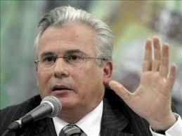 El juez español Baltasar Garzón se pronunció este sábado, en el estado mexicano de Veracruz, a favor de regular las redes sociales e Internet y rechazó que ... - Baltasar-Garzon