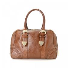 lxrandco guarantees the authenticity of this vintage gucci handbag crafted in guccissima leather this iconic handbag comes in brown