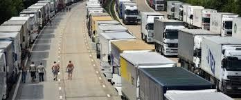 Resultado de imagen de filas de camiones estiba