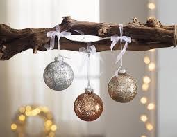 Weihnachtsbaum Schmücken In Verschiedenen Stilen Frank