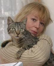 Ewa Złotowska - aktorka i reżyserka, związana głównie z estradą i dubbingiem. Użyczyła głosu pszczółce Mai w popularnym serialu animowanym pod tym samym ... - ezlotowska