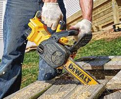 dewalt chainsaw. which dewalt touts as being low kick-back. the chain can be tensioned without tools using bar locking and tensioning knobs on right side chainsaw d