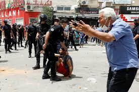 تونس: احتجاجات واشتباكات مع الشرطة وسط تفشي فيروس كورونا وتعثر الاقتصاد