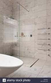 Marmor Fliesen Im Modernen Badezimmer Stockfoto Bild 188931221 Alamy