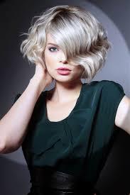 Dievčatá S Kučeravými Vlasmi Vytváranie účesu Pre Kudrnaté Vlasy