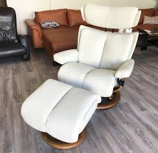 stressless magic paloma light grey leather recliner and ottoman