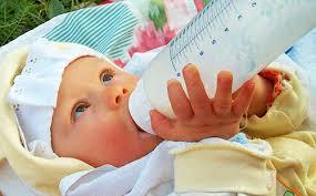 Как подобрать детскую смесь для новорожденного рекомендации врачей Малыш кушает молочную смесь