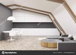 Weiß Grau Dachboden Küche Und Esszimmer Seite Stockfoto
