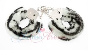 <b>Наручники</b> Love cuffs из плотного <b>металла</b> с мехом, черно-<b>белые</b>